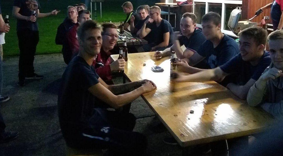 Vorstand lädt Herrenteam zum Grillen ein